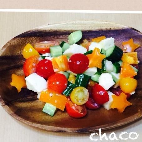 ミニトマトとモッツアレラチーズのカラフルサラダ