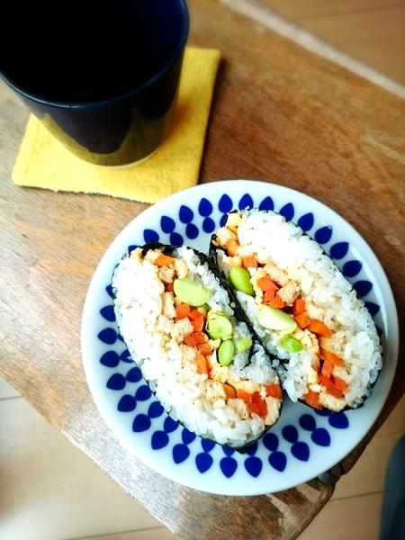 油揚げに詰めなくてもいなり寿司!簡単「おにぎらず」のレシピ
