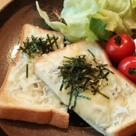 3時のおやつに♪しらすチーズトースト