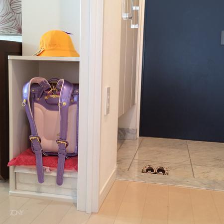 ランドセルは玄関スペースに置き場を作って