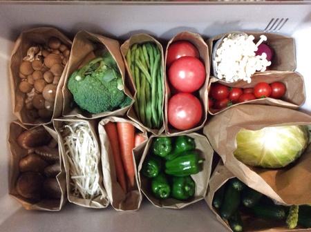 紙袋で野菜を分別