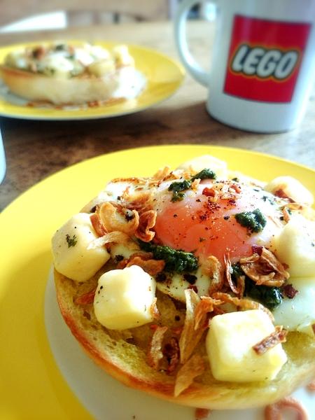 とろ~り卵とチーズのオイル漬けが絶品のBAGELトースト