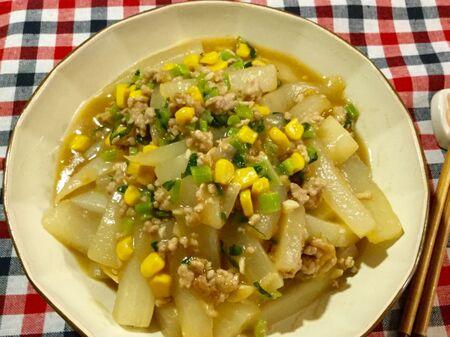 大根と葉っぱの中華風炒め物