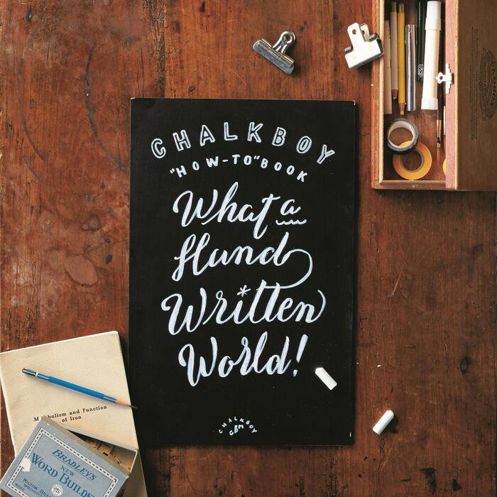 カフェ風インテリアにプロの黒板描きが教える黒板文字をバランス