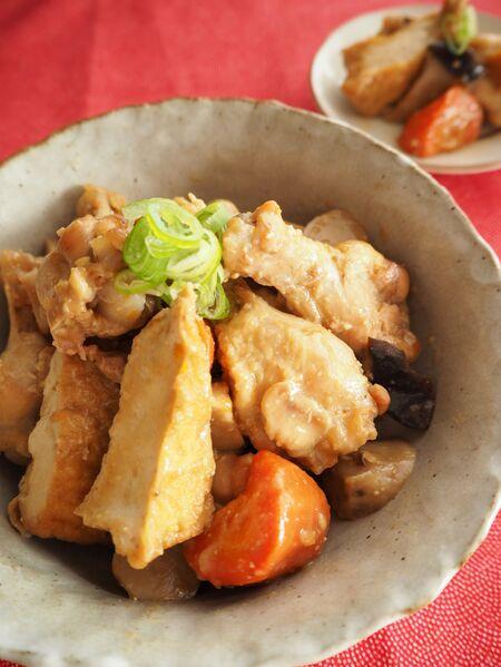 めんつゆで簡単作り置き『鶏手羽元と厚揚げの味噌煮』