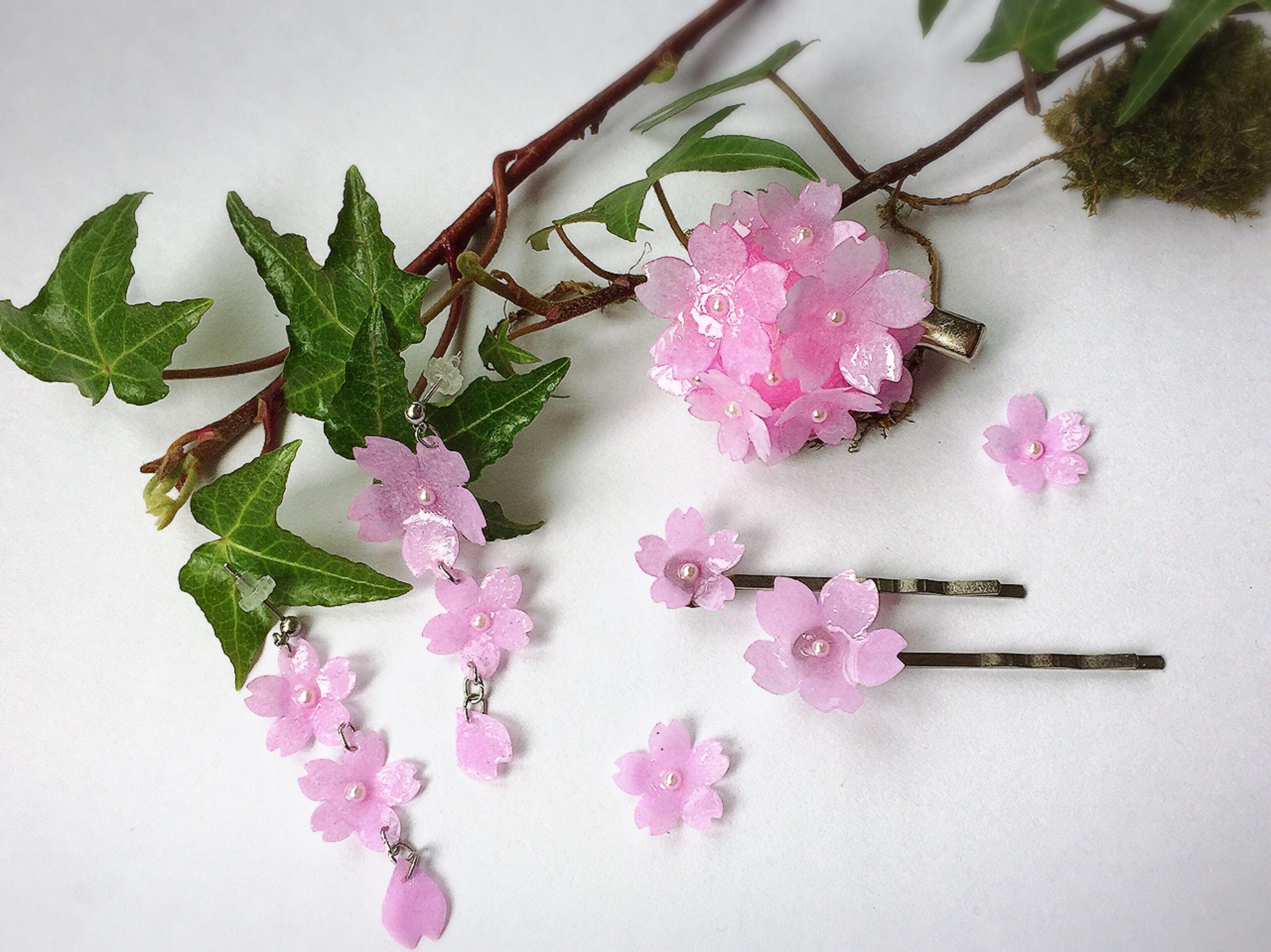 ダイソーレジンとコピー用紙で桜のアクセサリー