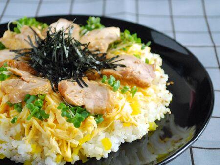 照り焼きチキンのちらし寿司