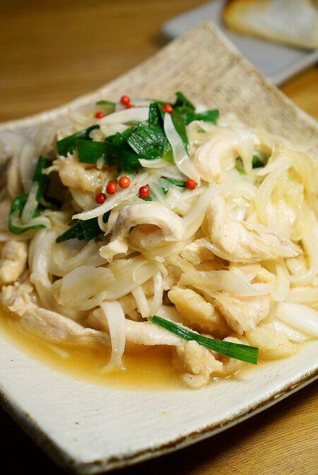 鶏のむね肉と新玉ねぎでツルンと食感!ボリューム満点!中華風サラダのレシピ