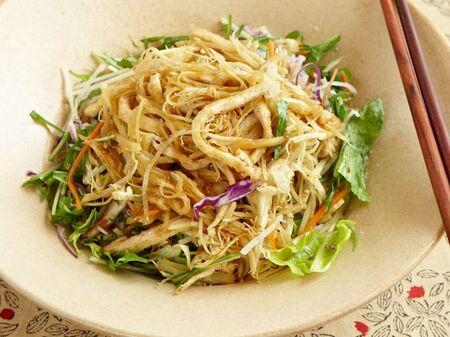 和食にピッタリ!「油揚げの和風サラダ」のレシピ