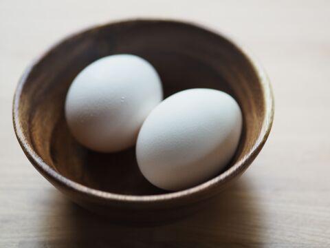 ゆで 卵 の 殻 を きれいに むく 方法