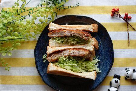 揚げ焼きでヘルシー♪豚こま肉とキャベツの「揚げ焼きカツサンド」レシピ