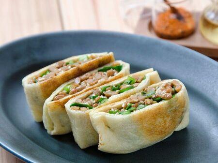 栄養士の油揚げレシピ!「納豆とニラの揚げ焼き」