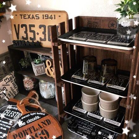 ステンシルとヴィンテージカラーでロックカフェ棚