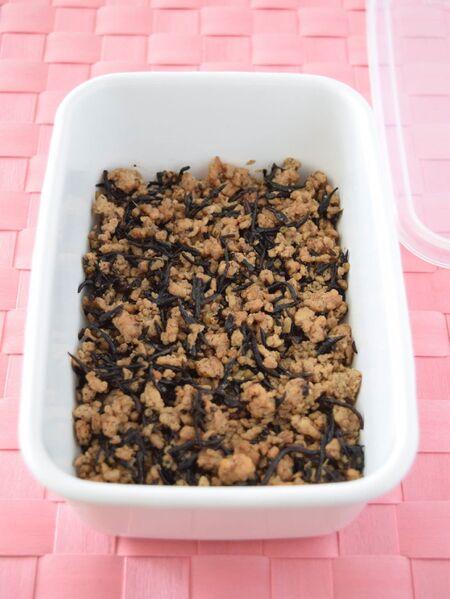 ひじき鶏そぼろ 作り置きレシピ いつもの鶏そぼろに鉄分をプラス!