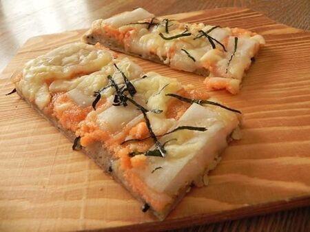 お餅とチーズがとろーり♡ 明太餅ピザ♪