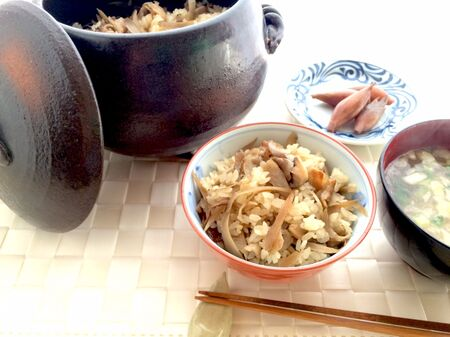 茸とごぼうの豚バラ炊き込みご飯