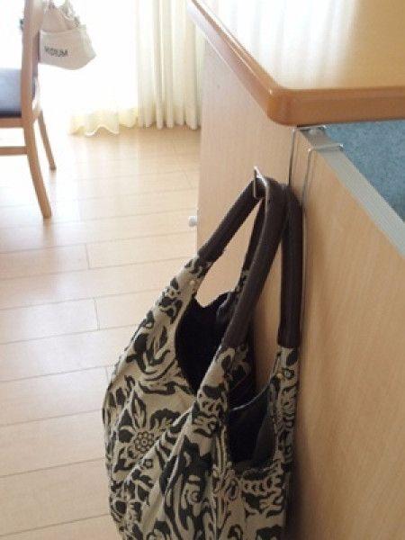 デイリーユースのバッグ収納はフックひとつで好みの場所に