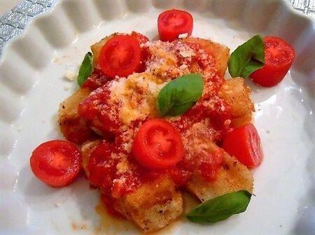 ピリ辛トマトでパルミジャーノ風味揚げもち