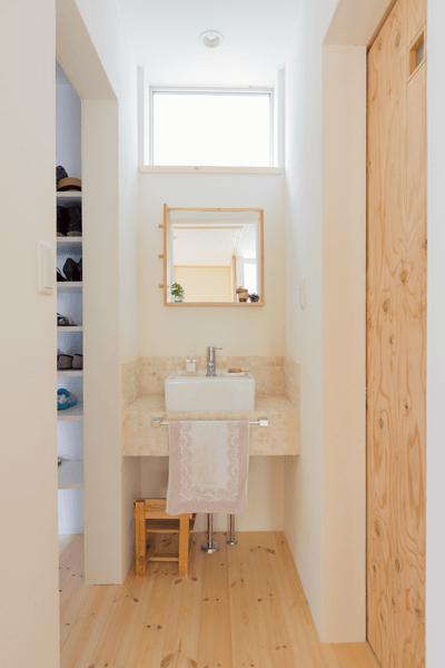玄関ホールに設けた手洗いスペース