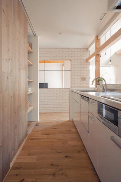 シンプルで機能的なキッチン