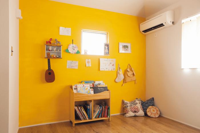 黄色い壁の子供部屋
