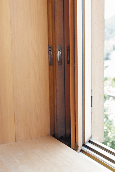 引き込み式の窓