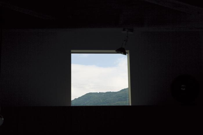 窓から見える一枚絵のような美しい風景