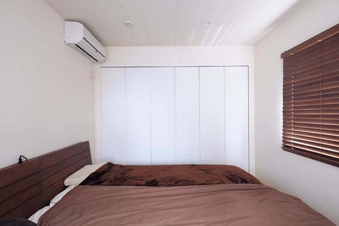 子ども部屋を広くするためコンパクトにした寝室