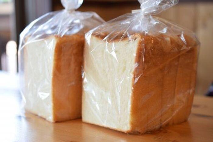 袋に入った2斤の食パン