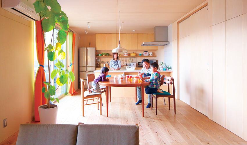北欧ヴィンテージ家具が映えるシンプルなDK
