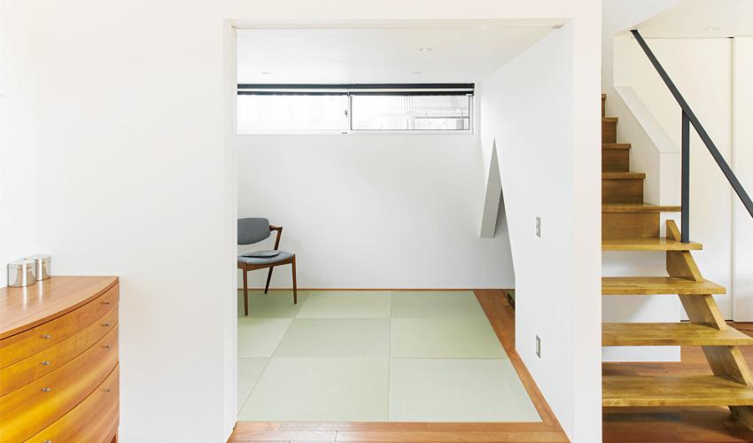 洋のリビングの横には和室を設置しました。家族の気配を感じることができる空間になりました。
