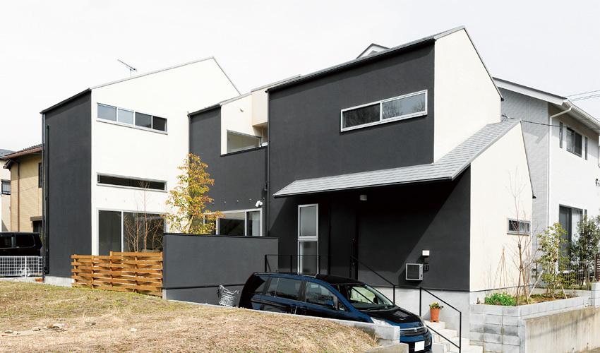 外観は切妻屋根を採用し、美しい印象になりました。白と黒でメリハリのあるお家になりました