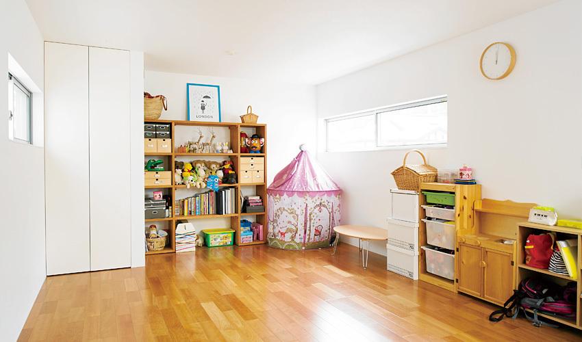 子供部屋は広々とした空間にし、子どもが成長したら家具でしきれるよう計画しました