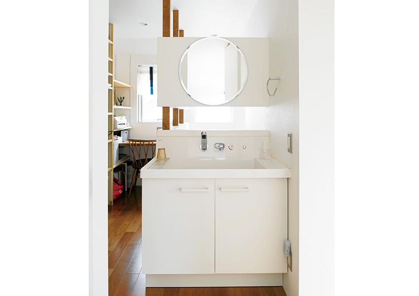 洗面コーナーを1階と2階に設けることで掃除の際に便利。混み合うこともありません