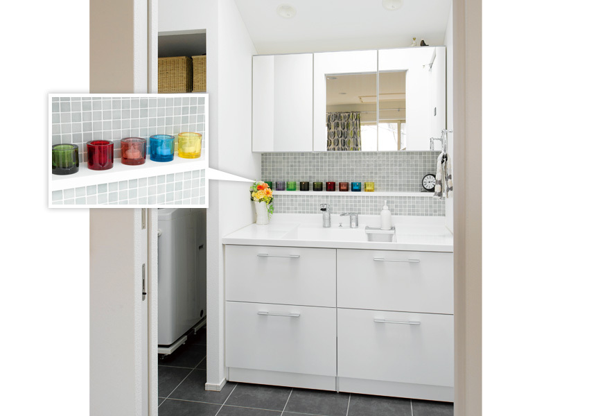 LIXILのユニットタイプの洗面室