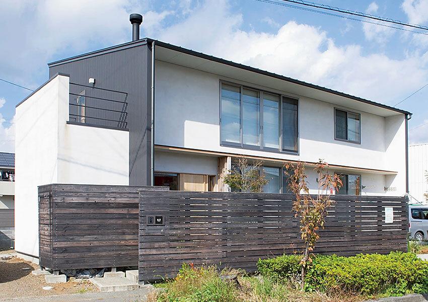 直線的なデザインの家外観