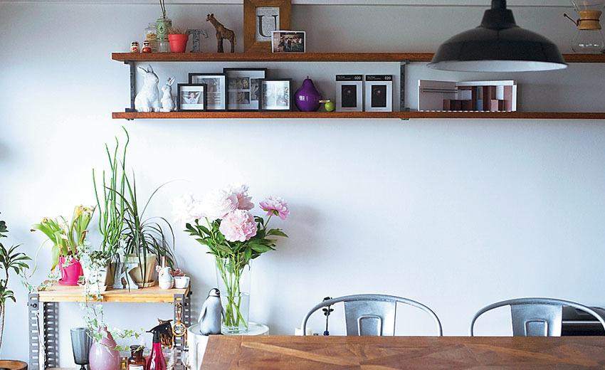 心地よい時間が流れるリビング。コーヒーや植物が映える空間です。
