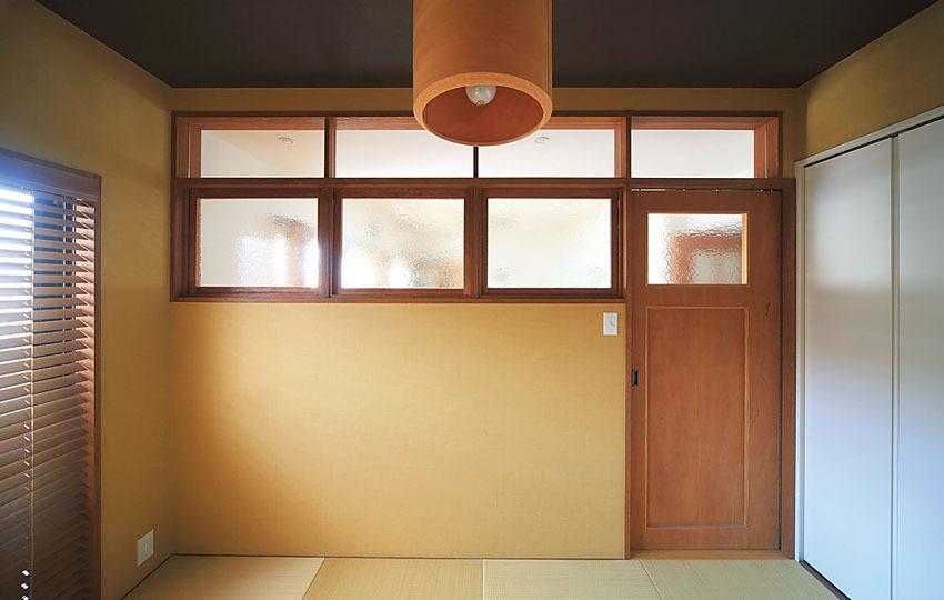 白い収納扉を組み合わせた和室