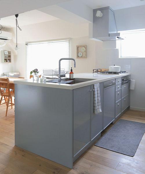 シンプルなデザインのキッチン