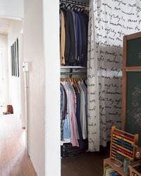 家族の服を一括収納するクローゼット
