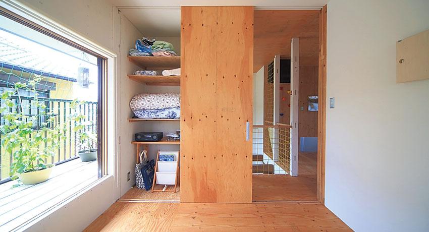 寝室の扉を一枚兼用にして減らすことでコスト削減