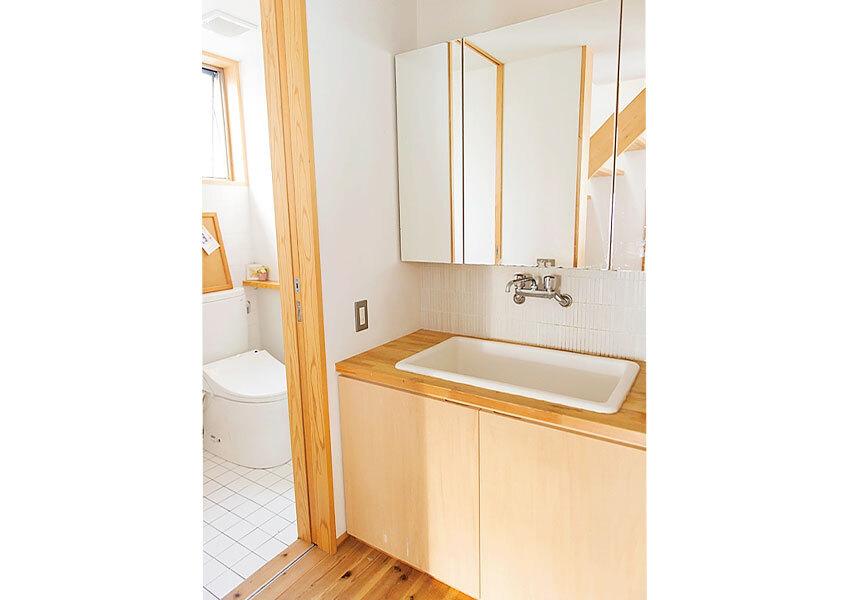 シンプルな印象の洗面室