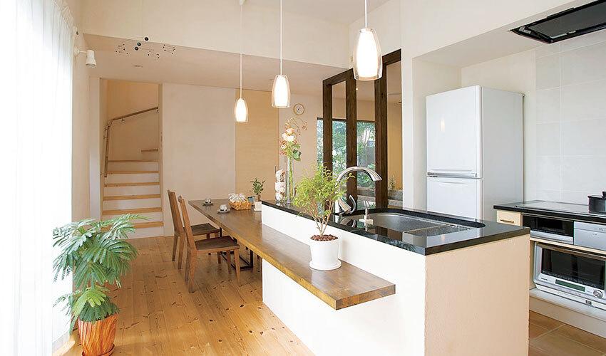 キッチンカウンター&テーブルが設置されたDK