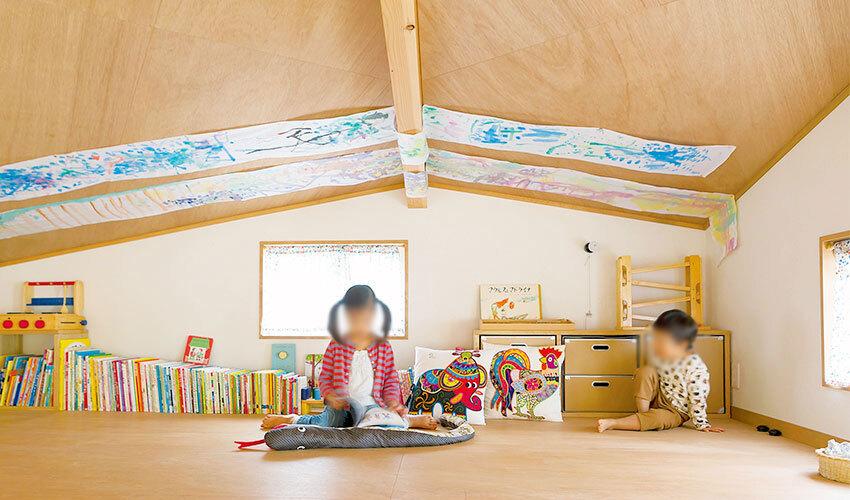 天井の低い物置スペース