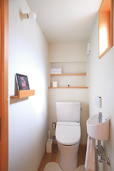 タブレット置き場を設置したトイレ