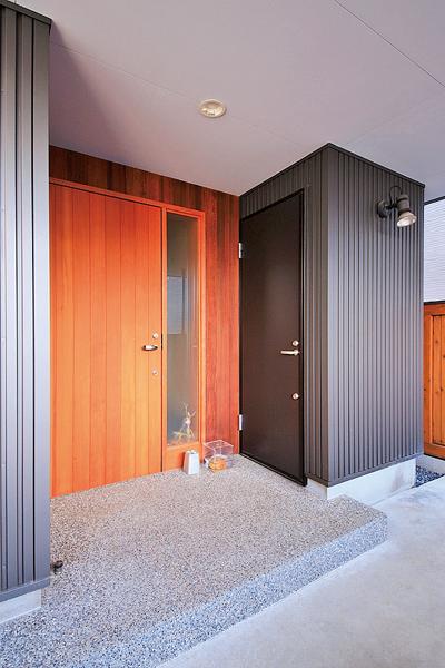 ピーラー材のオリジナル玄関ドア