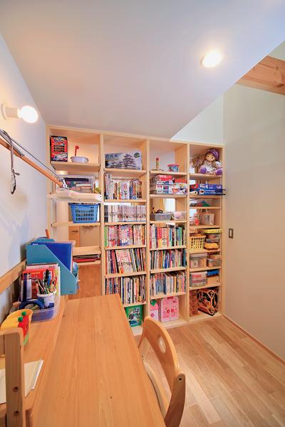 コンパクトながらベッドも置ける子供部屋