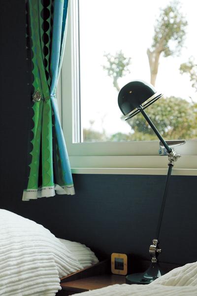 気密性と遮音性に優れた3層ガラス窓