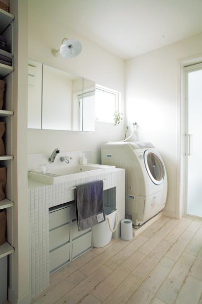 デザインと使い勝手を両立させた洗面室
