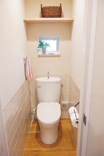 リーズナブルなタンク付きのトイレ